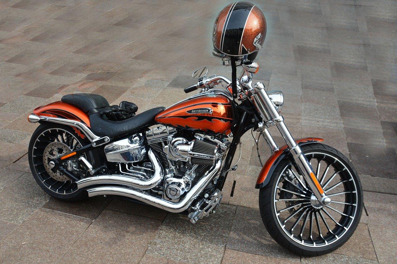 moto vintage avec casque